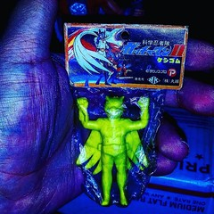 #battleoftheplanets #keshi still in the baggie. #gatchaman #minifigures #RagingNerdgasm #TomKhayos #ToyGameScroogeMcDuck #vintage #80s #toyfinds #toyhunting #toyhustle #toyhorder #toytrades #toysagram also the filter makes my hand look hella gross.