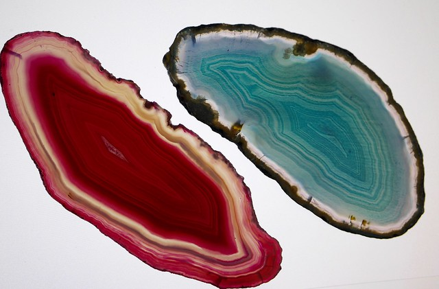 Header of agates