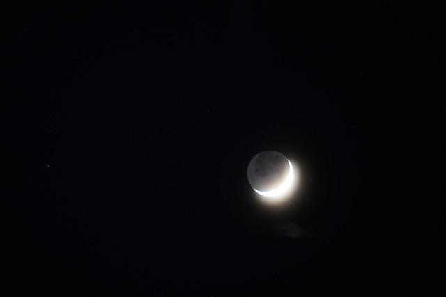 三日月 The  crescent moon