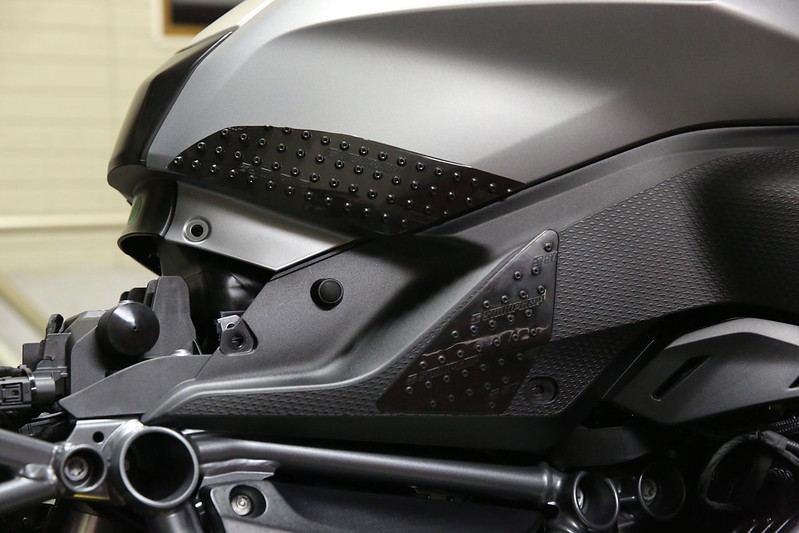 BMW R1200RS Booster Plug