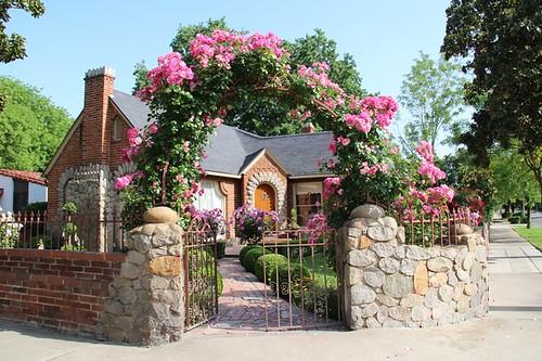 Những chiếc cổng hoa hồng đẹp như trong truyện cổ tích