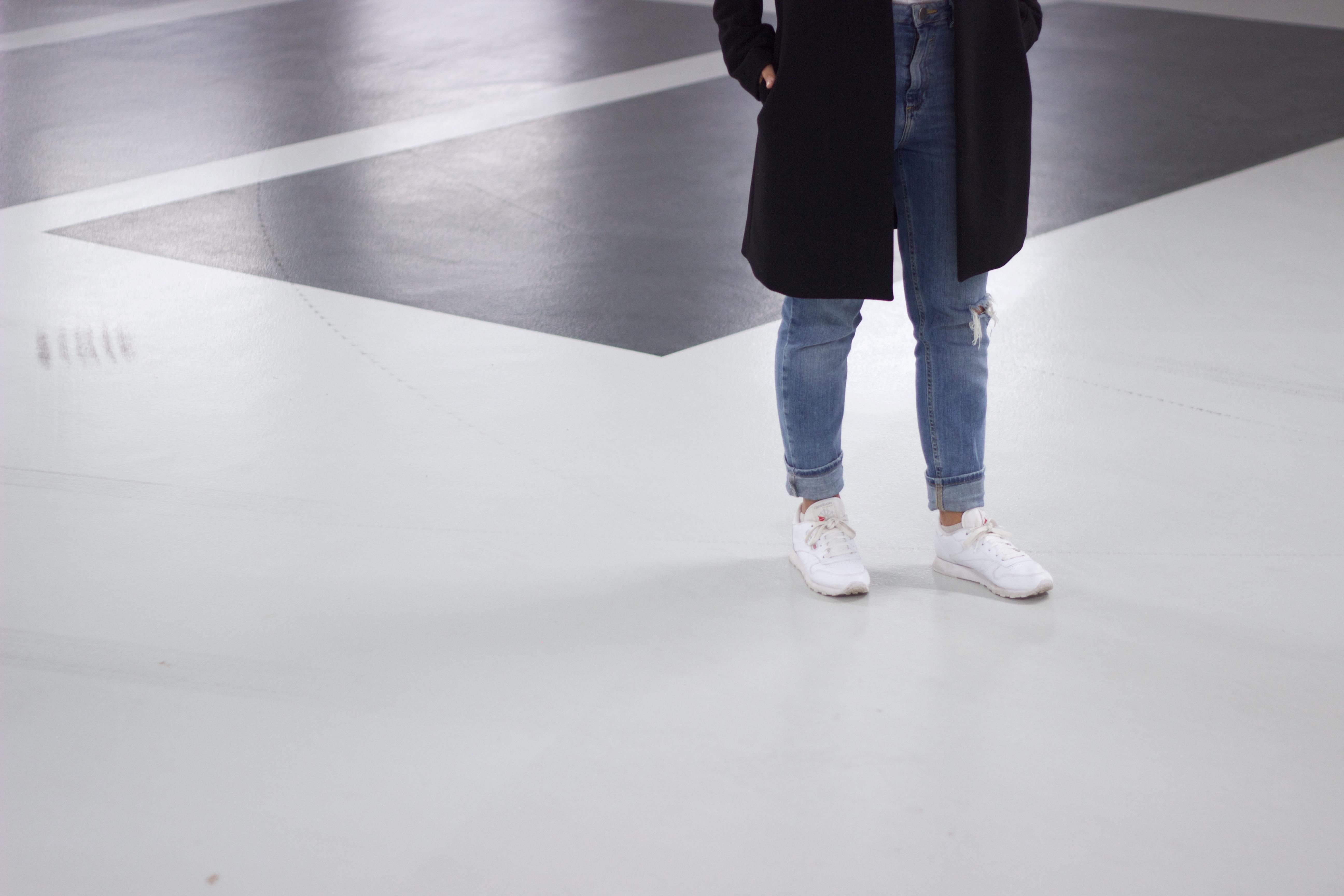 Denim-jeans-inspiration-white-kicks-sneakers-combination