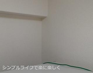 キッチン掃除、冷蔵庫上の壁掃除後