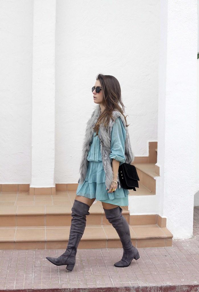 013_A_vestido_turquesa_y_botas_altas_girses_casual_look_theguestgirl_fashion_blogger_barcelona