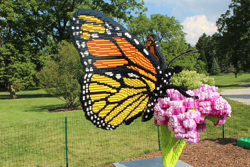 Monarch on Milkweed: 39,708LEGO bricks and 425 build hours