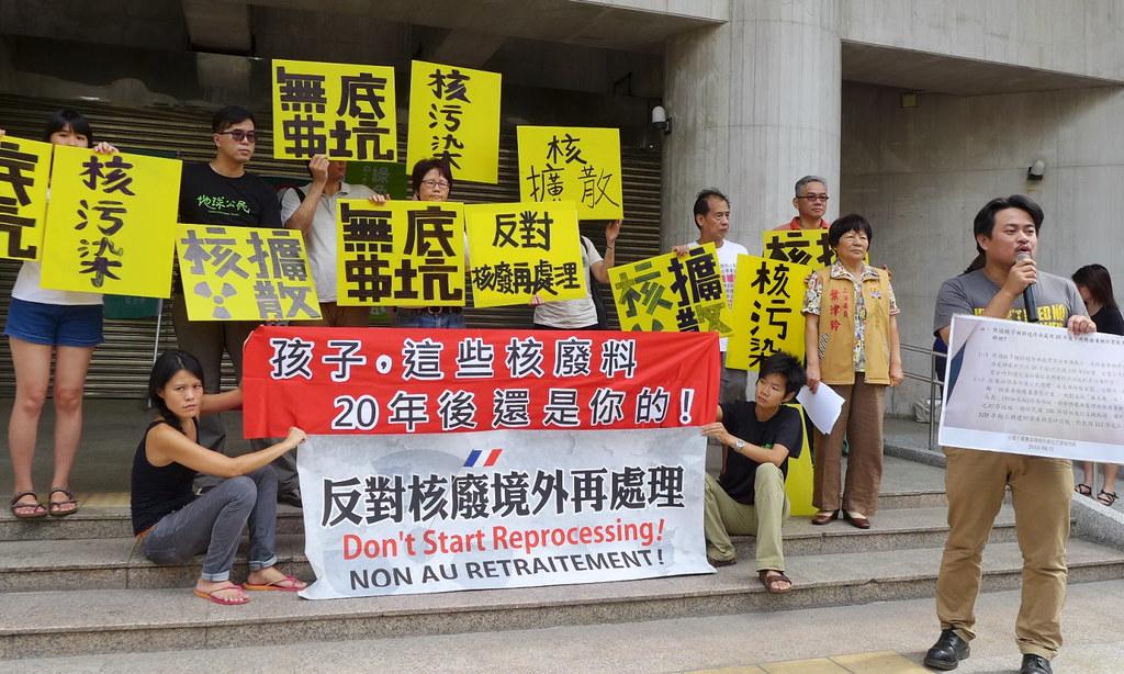 立法院外反核團體靜坐抗議。攝影:陳文姿。