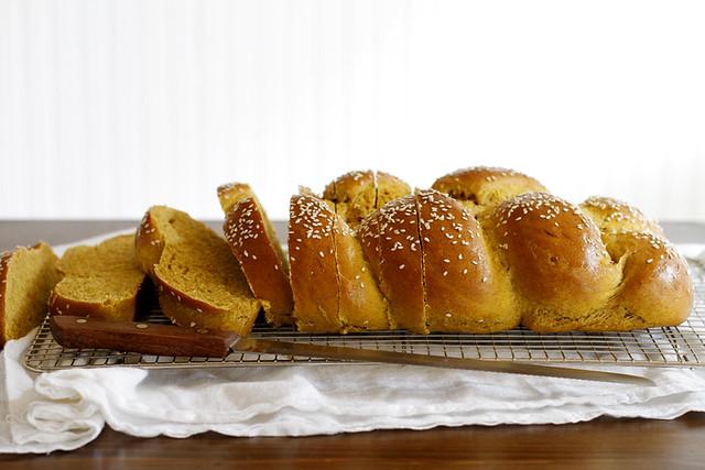 Pumpkin Challah | girlversusdough.com @girlversusdough #pumpkin #baking #bread #recipe #virtualpumpkinparty