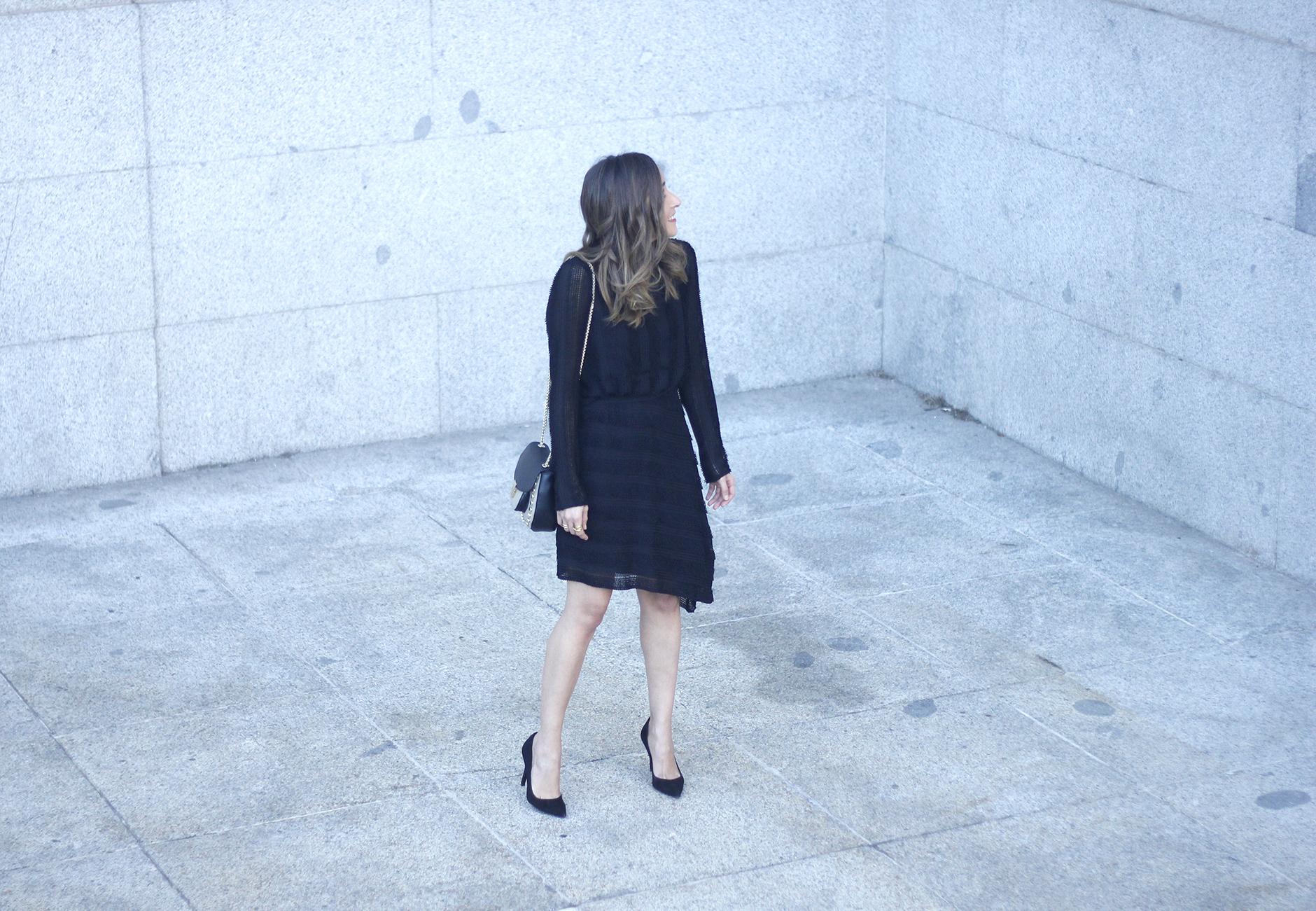 asymmetrical black dress uterqüe bag outfit streetstyle06