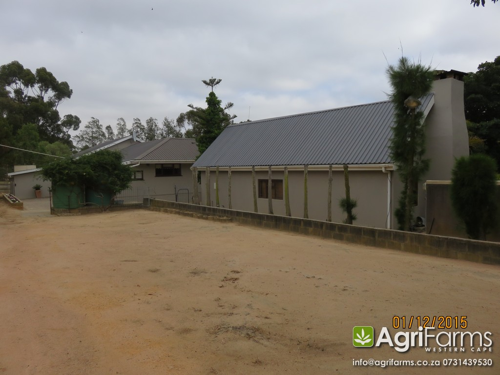 Equestrian lifestyle livestock guest smallholding for Coastal cape farmhouse