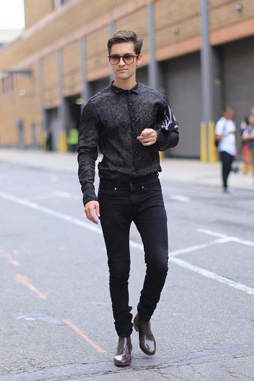 黒レースシャツ×黒スキニー×ブラウンブーツ