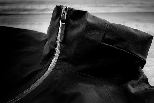 Arc'Teryx A2B Commuter Hardshell - collar and front zipper