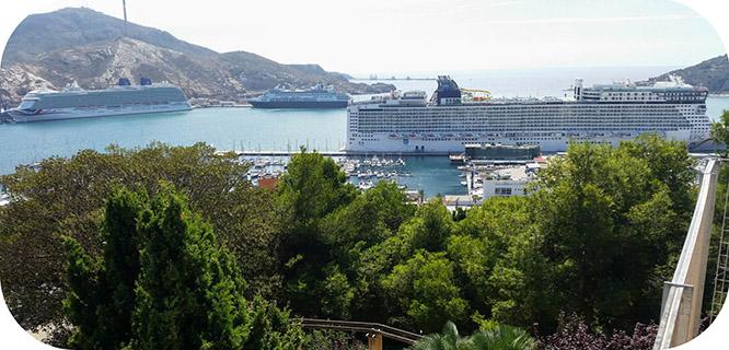 El puerto recibe a más de 10.000 cruceristas en la tercera triple escala del año