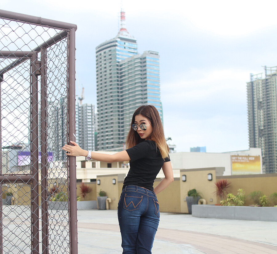 edd022c5 Wrangler introduces a new generation of women's denim – innovative jeans  styles that offer great fit and comfort, plus an extra benefit – Shape  Keeper ...