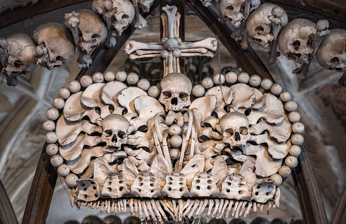 _MG_4962_web - The bone-crown in the Sedlec Ossuary