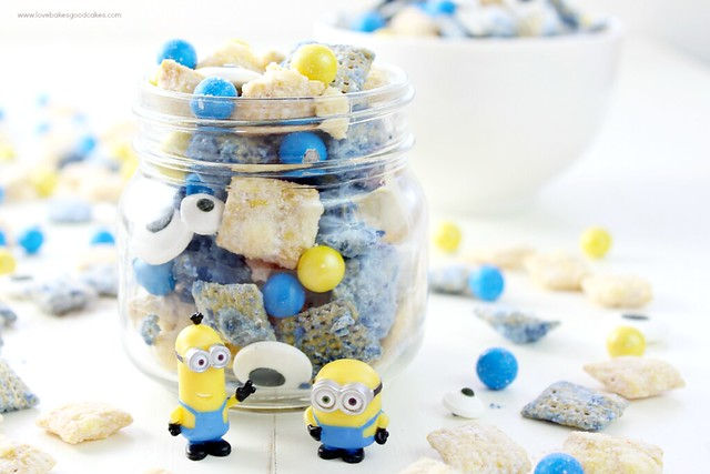 Pop the new Minions movie into the DVD player and grab a bowl of this Banana Berry Minions Muddy Buddies! The kids will love munching on this fun snack mix while enjoying the Minions movie! #MinionsMovieNight #ad