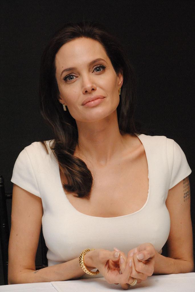 Анджелина Джоли — Пресс-конференция «Несломленный» 2014 – 99