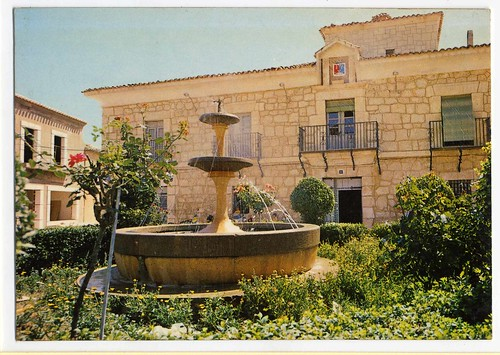 Casas de Ves (Albacete) : Plaza y Ayuntamiento= Place et Mairie= Square and Town Hall