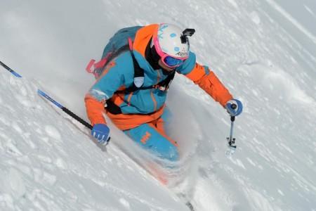 Ciťte se naživu na sněhu s volným skipasem Helly Hansen Ski Free