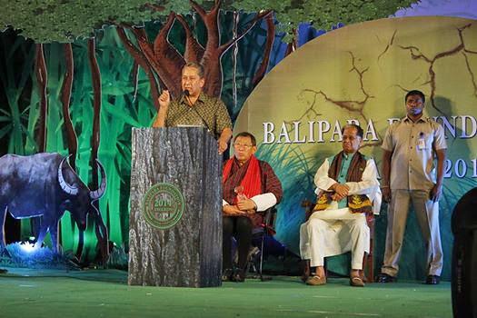 Mr. Ranjit Barthakur Speaking with Benji and CM of Assam - Tarun Gogoi.jpg