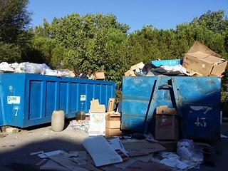 Casamassima-A scuola di rifiuti-foto cassoni_amo