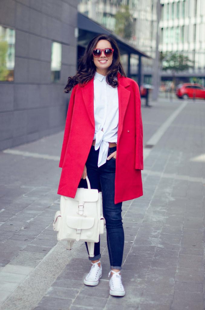 Cómo combinar un abrigo rojo