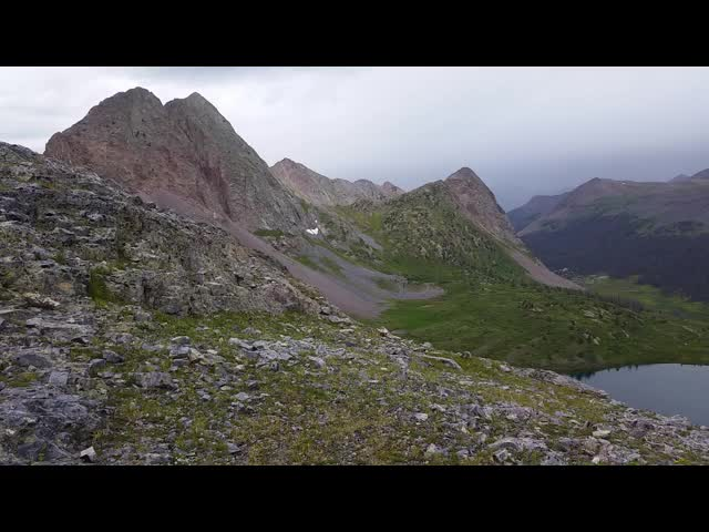 4983 Windy panorama video from the pass between Rock Lake and Moon Lake