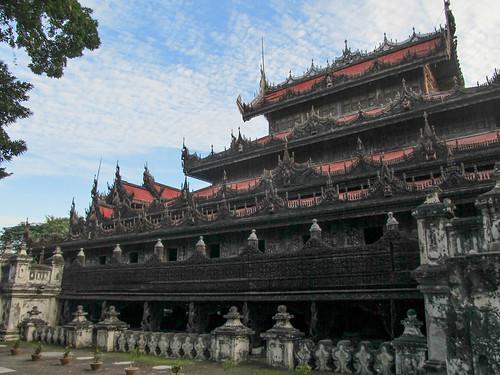 Mandalay: le monastère Shwenandaw