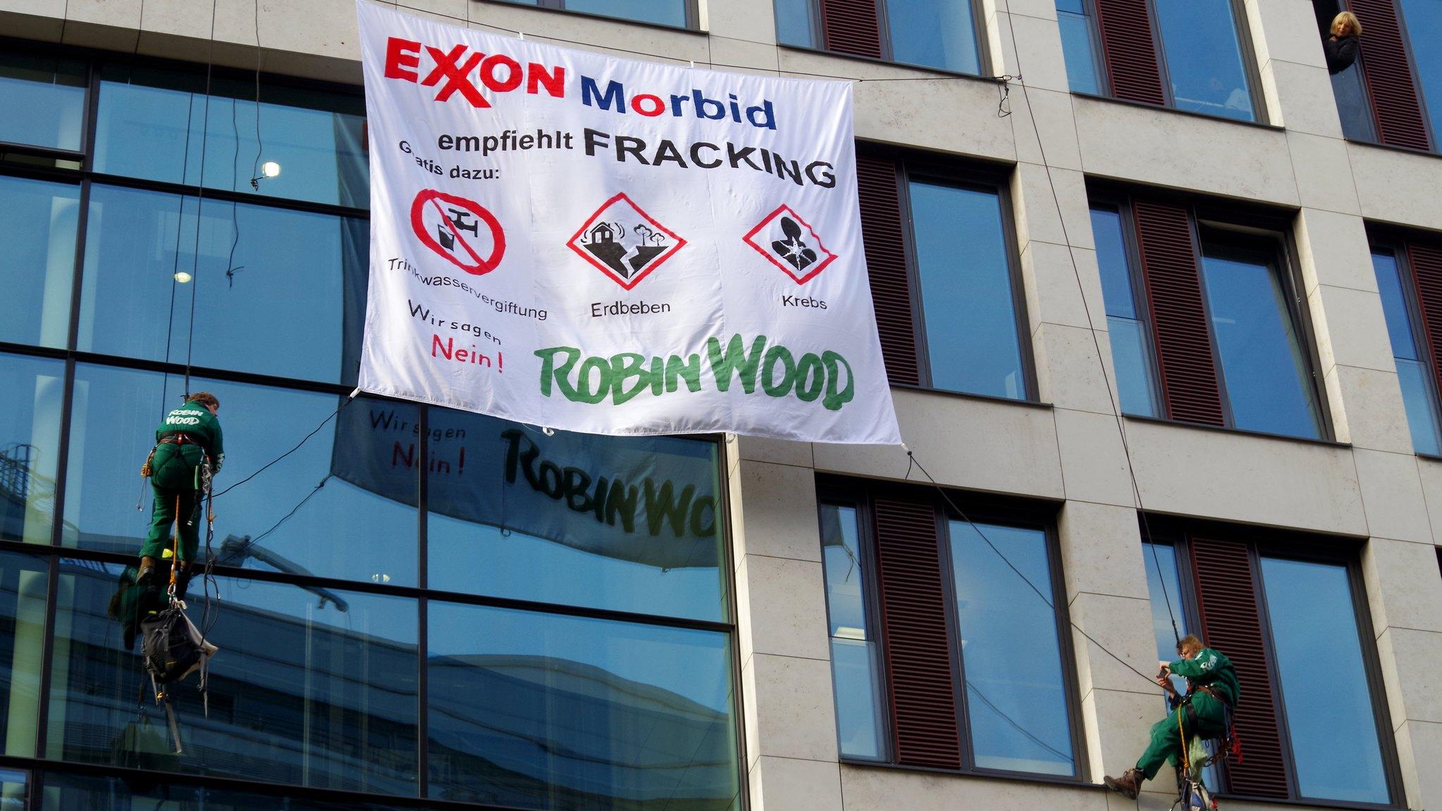 ROBIN WOOD steigt Fracking-Lobby aufs Dach