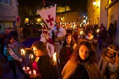 sam, 03/12/2016 - 21:21 - La Marche aux flambeaux, dans le cadre du Téléthon, a cheminé, comme il est de tradition, de la Cité médiévale à la place Carnot, ce 3 décembre 2016.