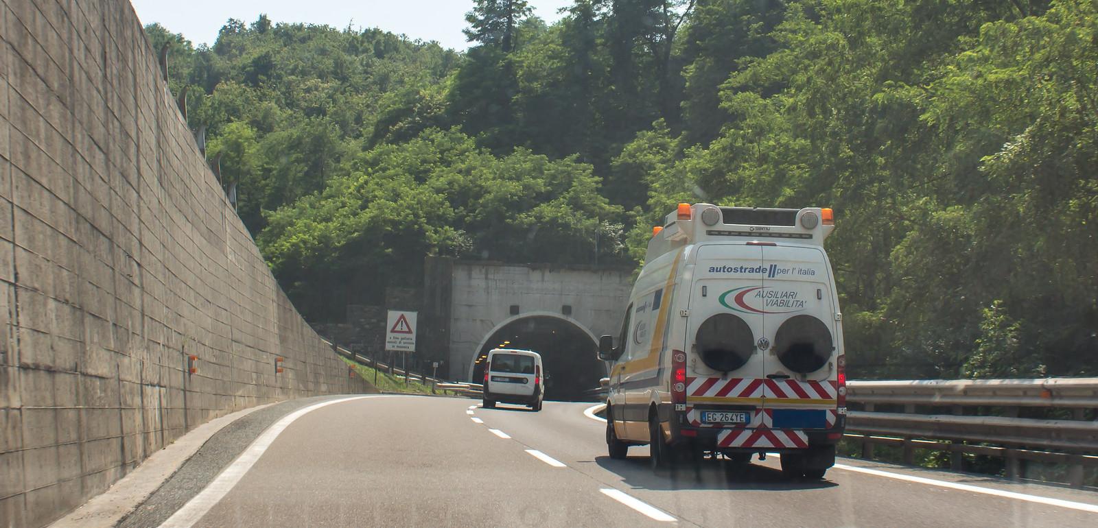 И даже появляются туннели.