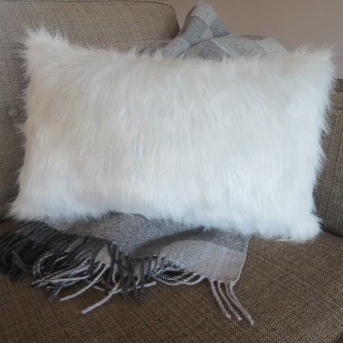 Iron Craft '15 Challenge #18 - Faux Fur Pillow