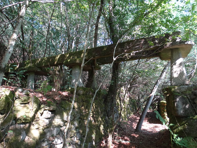 Hórreo de la Aldea abandonada de Vichocutín en Cerdedo