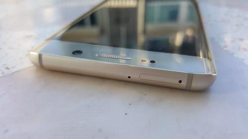 Samsung Galaxy S6 edge+ ด้านบน
