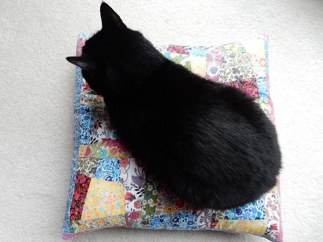 sew saturday Liberty lawn patchwork cushion (11)