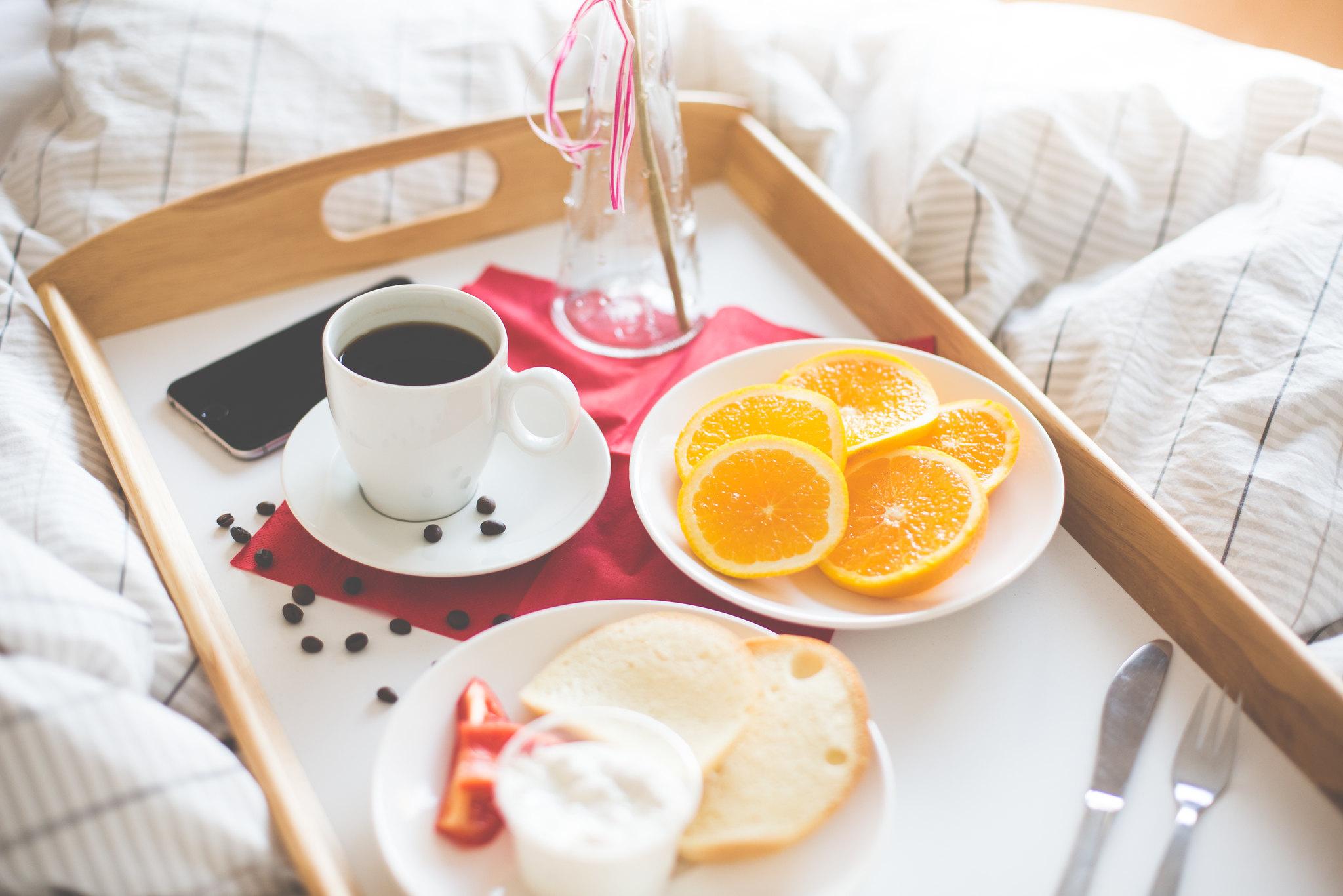 Imagen gratis de un desayuno en la cama im genes gratis - Bandeja desayuno cama ...