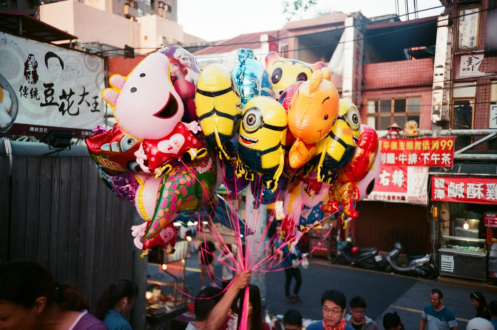 小小兵 新店 / Lomo LC-A+ 2015/10/17 小小兵,黃黃呆呆的!  Lomo LC-A+ AGFA VISTAPlus ISO400 1566-0012 Photo by Toomore