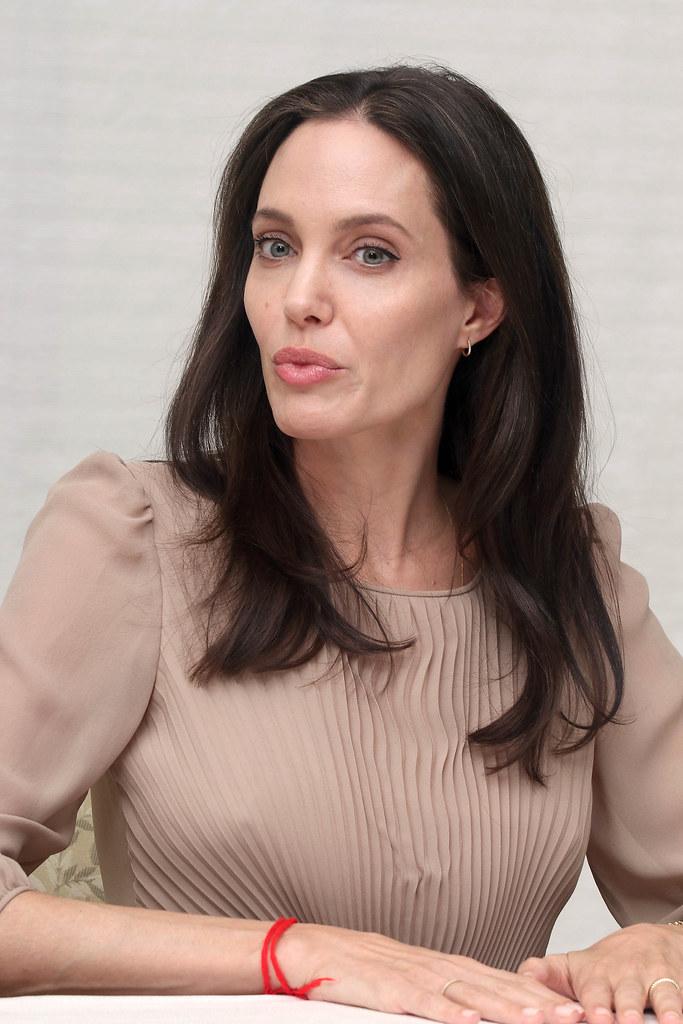 Анджелина Джоли — Пресс-конференция «Лазурный берег» 2015 – 60