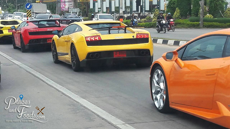 chiang rai lamborghini on traffic light
