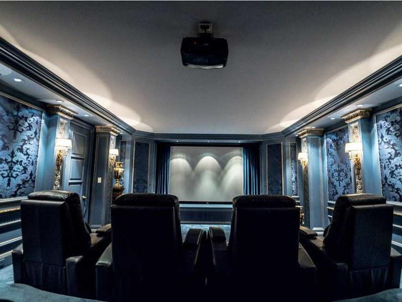 Домашний кинотеатр в каменном замке