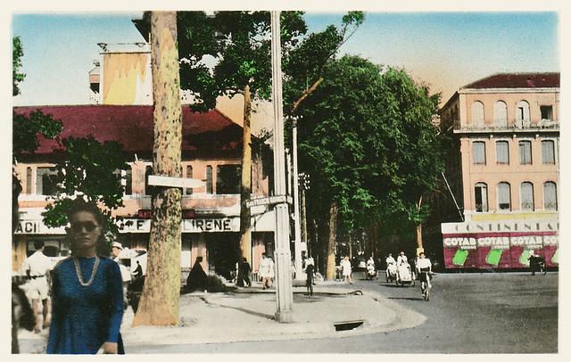 SAIGON - PLACE FRANCIS GARNIER (DU THEATRE) ET RUE CATINAT