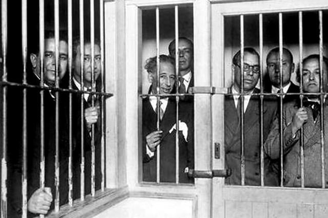 Companys, ja president de la Generalitat, empresonat amb part del seu govern al vaixell 'Uruguay' després dels fets d'octubre de 1934. Catorze anys abans, el catalanisme conservador ja havia intentat apartar-lo de l'escena deportant-lo a Maó