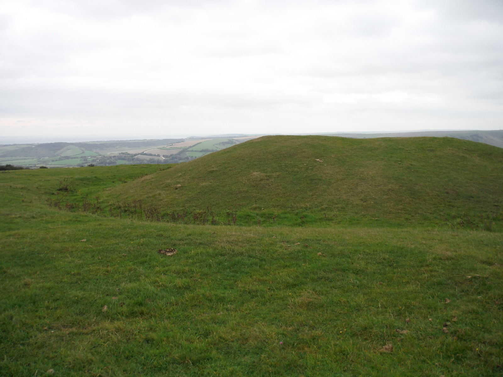 Long Barrow on Windover Hill SWC Walk 25 - South Downs Way 8 : Southease to Eastbourne