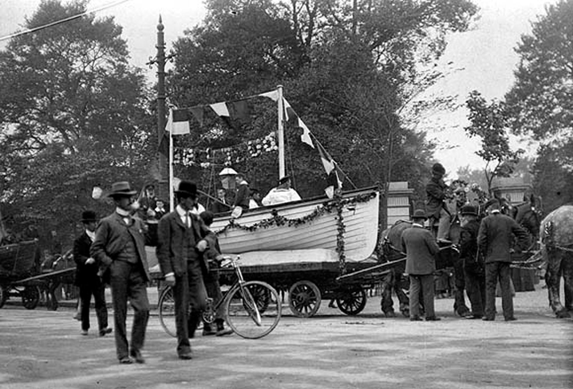 Men with horse-drawn float at St. Stephen's Green