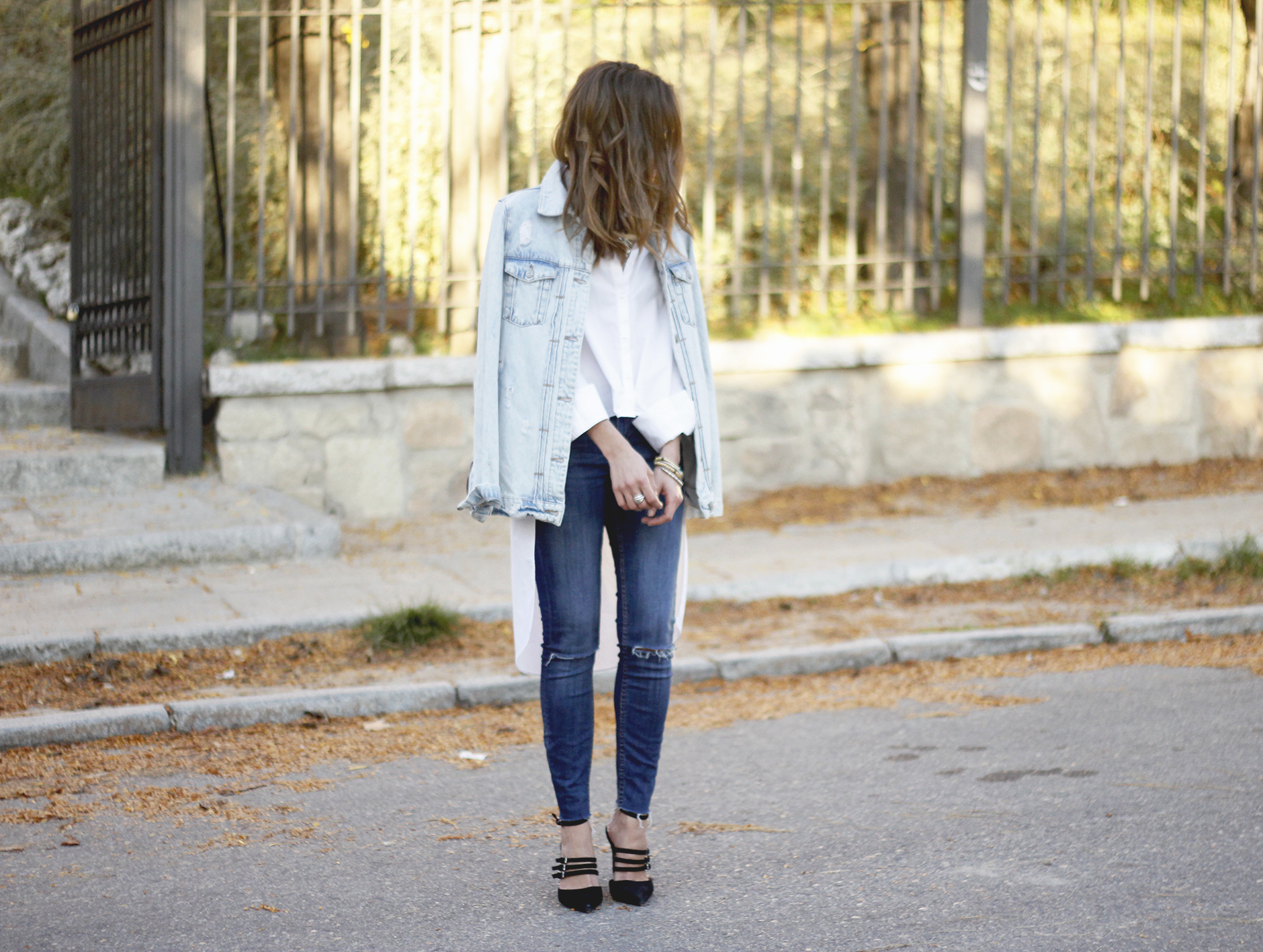 Denim Jacket Jeans White Shirt Black Heels outfit25