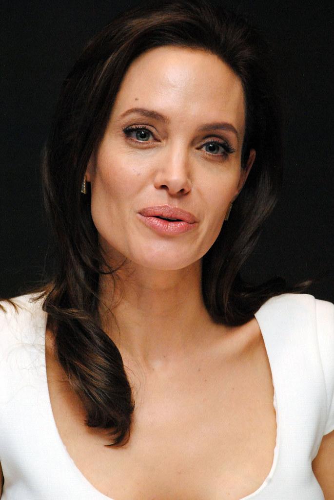 Анджелина Джоли — Пресс-конференция «Несломленный» 2014 – 94