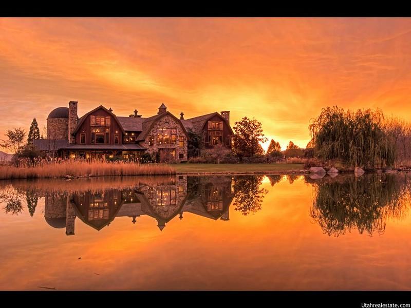 Самый красивый дом у озера