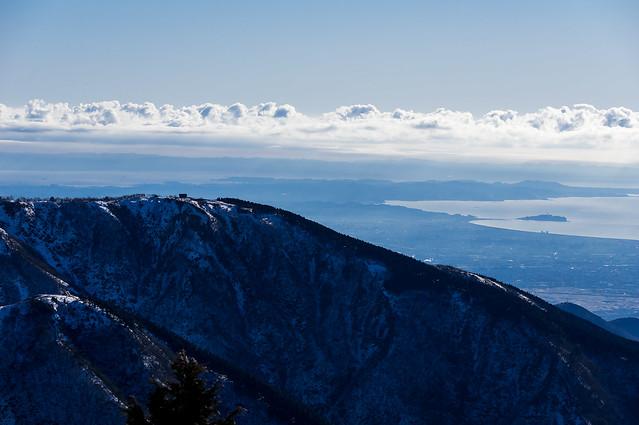 三ノ塔と烏尾山の山頂をズーム@花立山荘