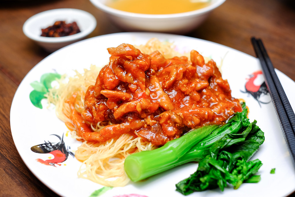 Legendary Hong Kong: Tossed Noodle with Spicy Pork Sauce