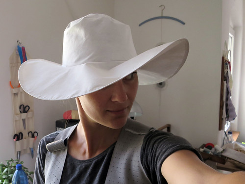 Tyvek collapsible hat