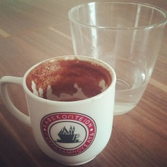 saucer(0.0), caf㩠au lait(0.0), food(0.0), caff㨠macchiato(0.0), dessert(0.0), espresso(1.0), cappuccino(1.0), cup(1.0), cup(1.0), drinkware(1.0), coffee(1.0), coffee cup(1.0), hot chocolate(1.0), drink(1.0), latte(1.0), caffeine(1.0),